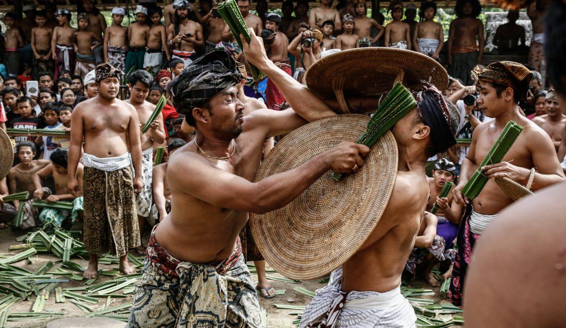 Mekare-kare: Balinese Men's Pandan Battle to Honor The God of War